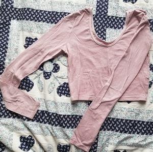 Light pink V-neck long sleeve crop top